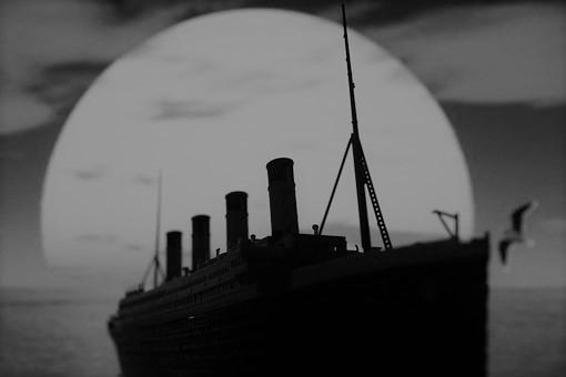 Titanic Pixabay black
